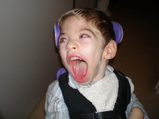Dylan éclate de rire