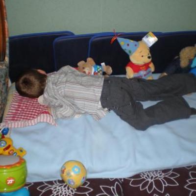 Dylan sur son tapis de jeux